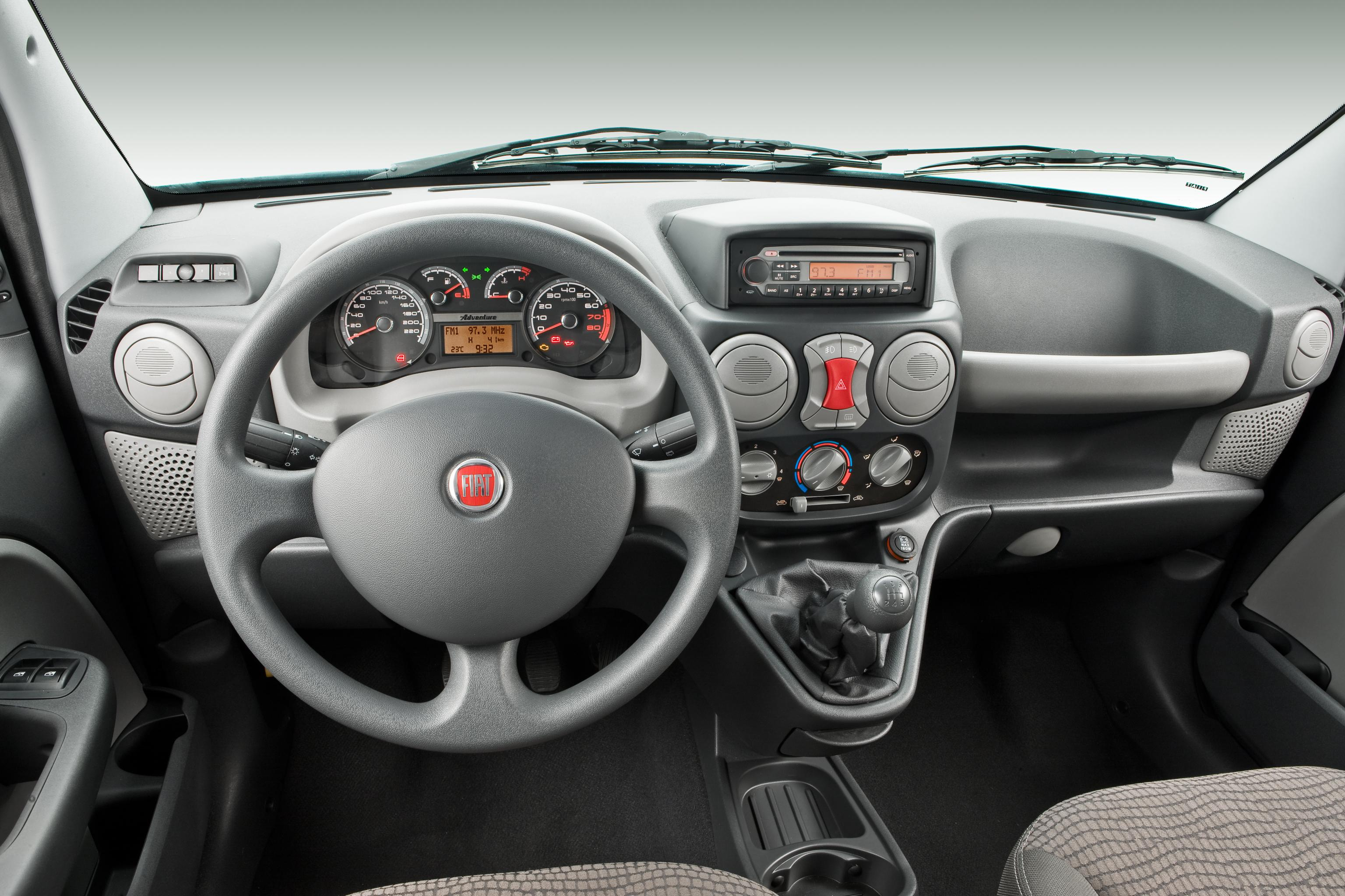 Fiat apresenta dobl 2010 modelo ganha nova op o de for Precio de fiat idea 2013