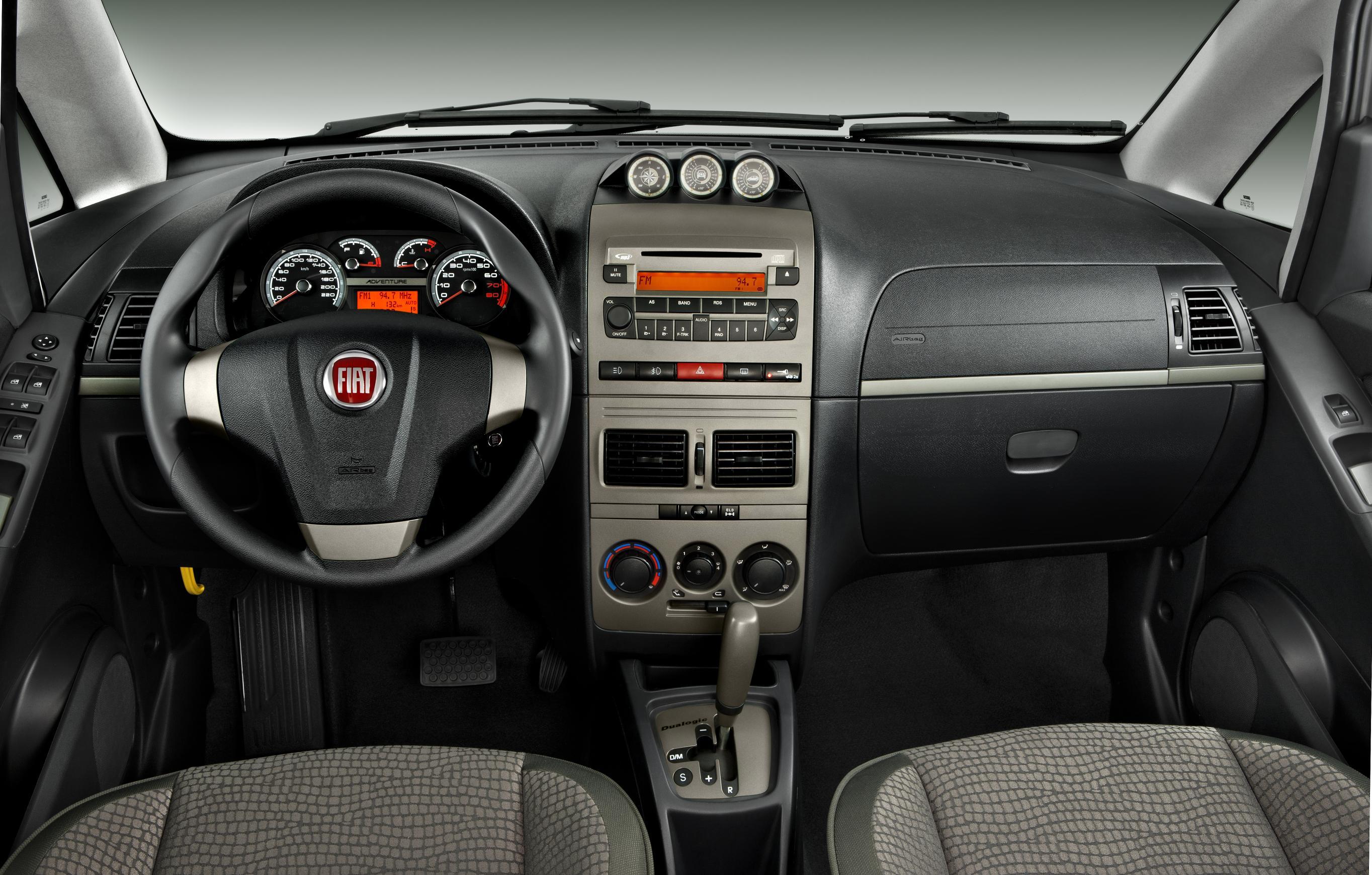 Fiat apresenta idea 2011 com visual repaginado novos for Fiat idea adventure locker 2010 precio