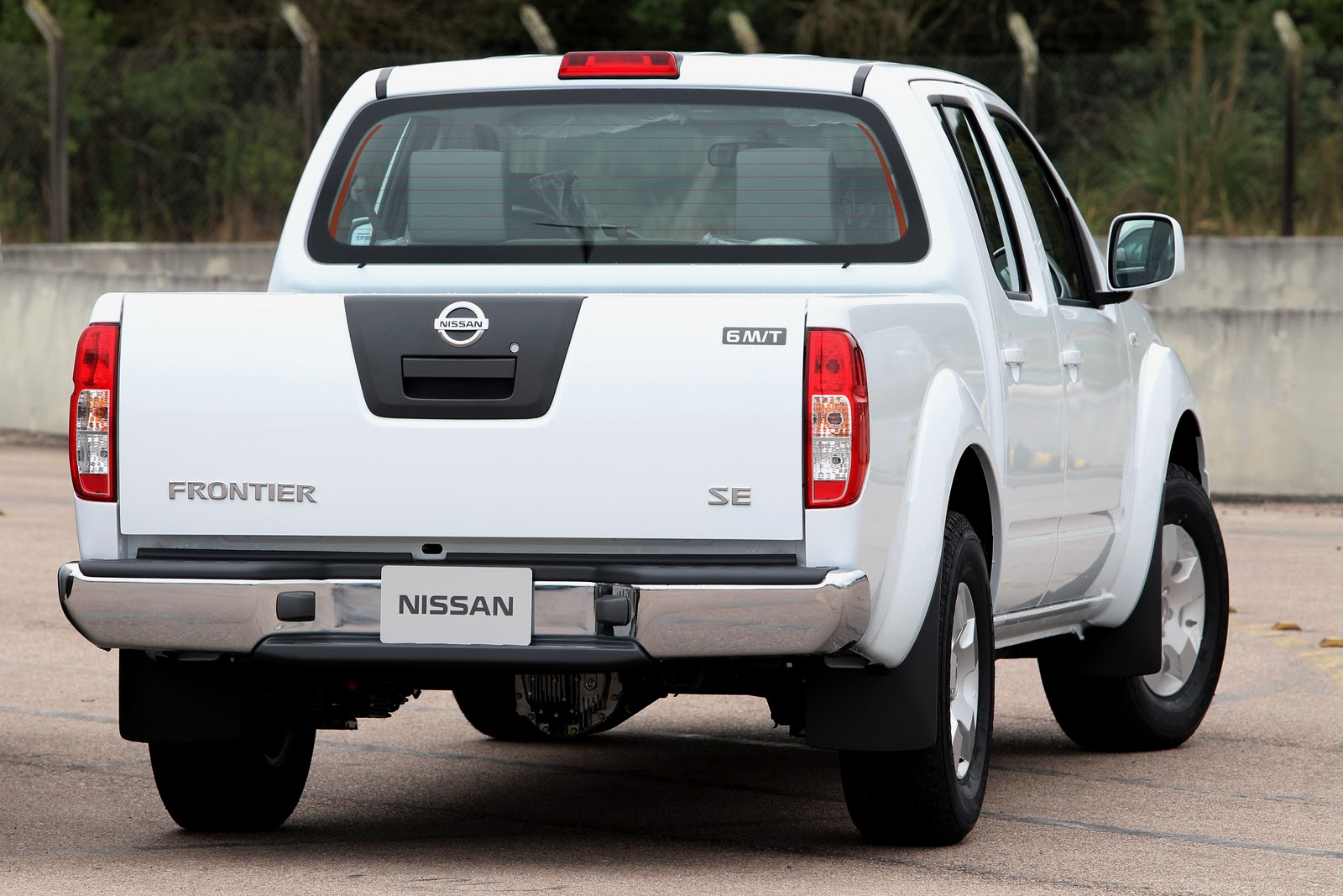 nissan frontier ganha nova vers o intermedi ria se na linha 2011 pit stop. Black Bedroom Furniture Sets. Home Design Ideas